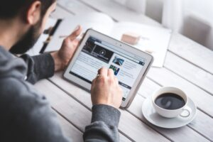 Интернет как ресурс для решения задач подросткового возраста: обзор психологических исследований